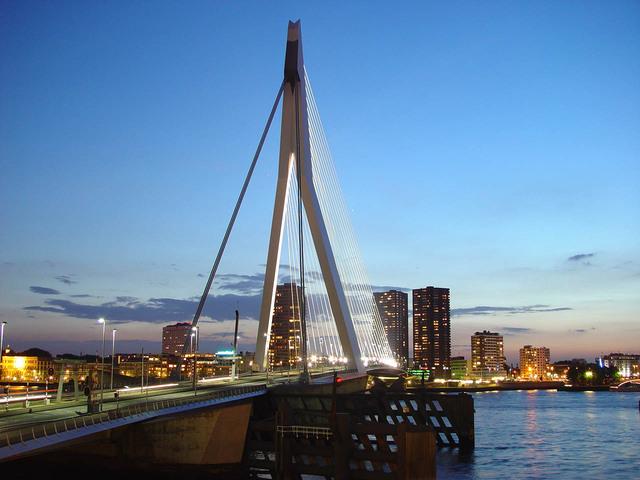 erasmus-bridge-rotterdam-1253021-640x480