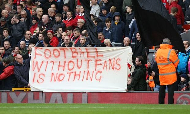 Fans del Liverpool protestan contra el precio de las entradas